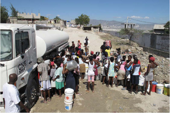 Haitians stand in line for fresh water
